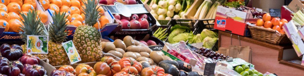 nutricion con productos saludables como frutas y verduras